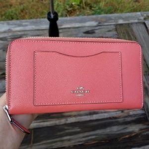 NWOT Coach leather zip around wallet